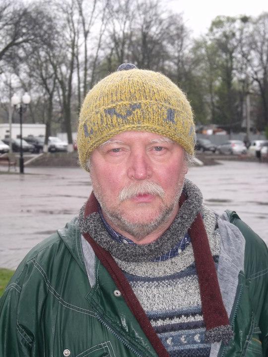 295e89ea60fdf0 Aleksandr Zhidenkov a créé une ONG, le Comité de défense publique, qui  lutte contre la « remilitarisation » des esprits.